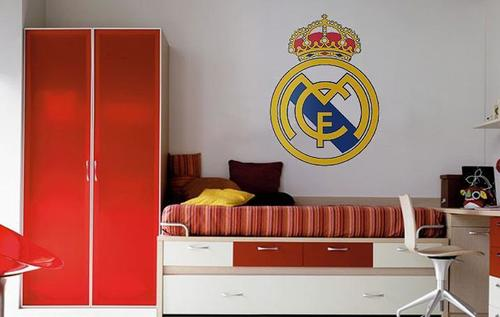 Dormitorio con mural Real Madrid