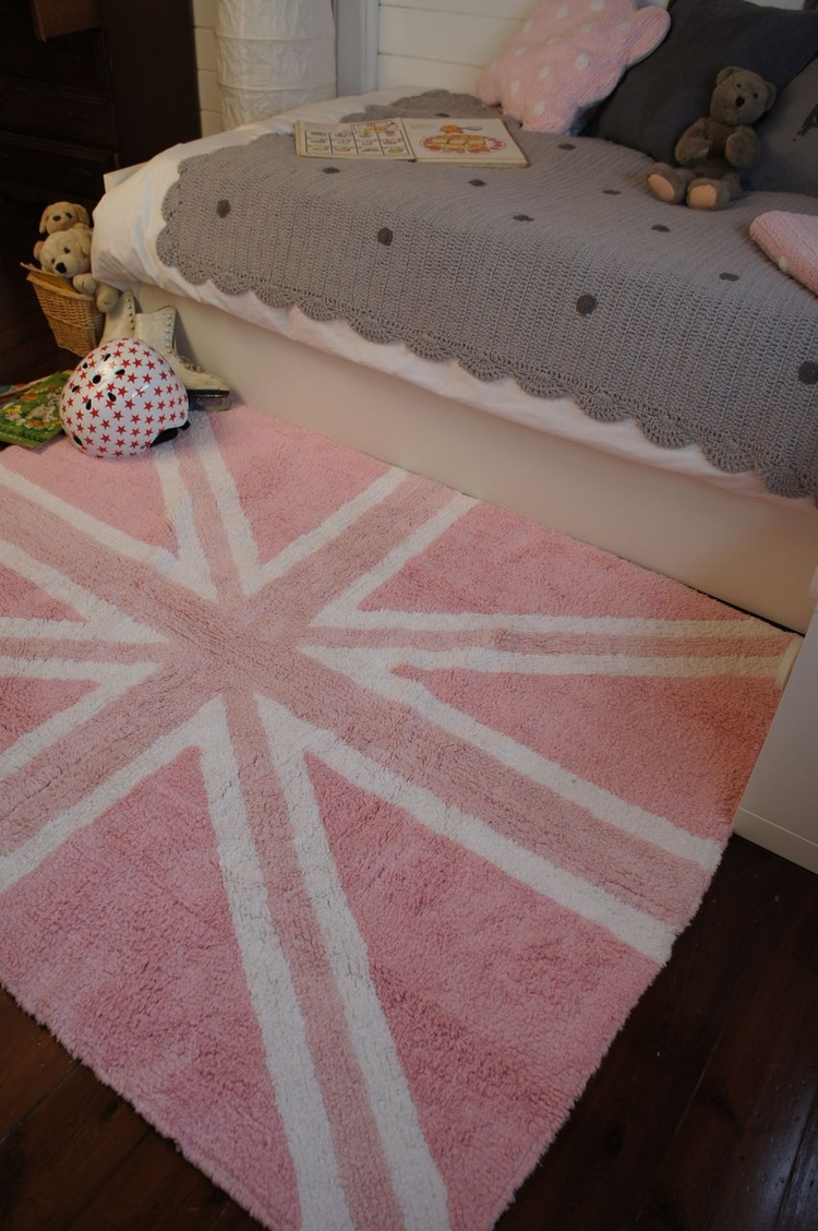 Lorena Canals flag UK pink